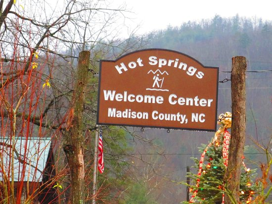 Hot Springs Resort & Spa: Town sign