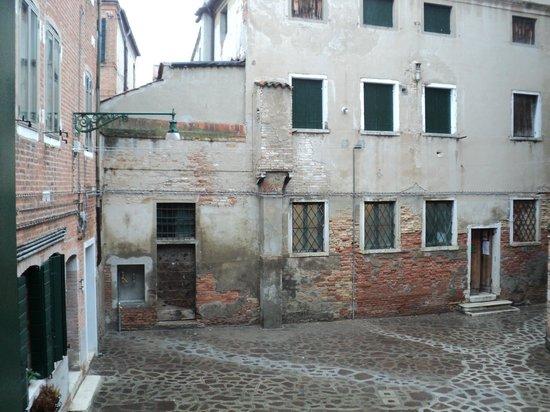 Casa ai Due Leoni: View from bathroom
