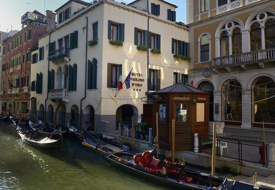 Hotel Violino d'Oro: Das Hotel der Kanal