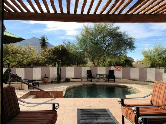 JW Marriott Scottsdale Camelback Inn Resort & Spa: View from living room
