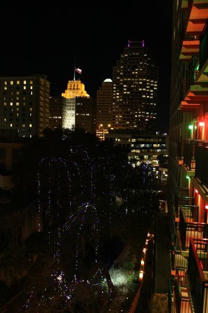Drury Inn & Suites Riverwalk: Night View from Room 630