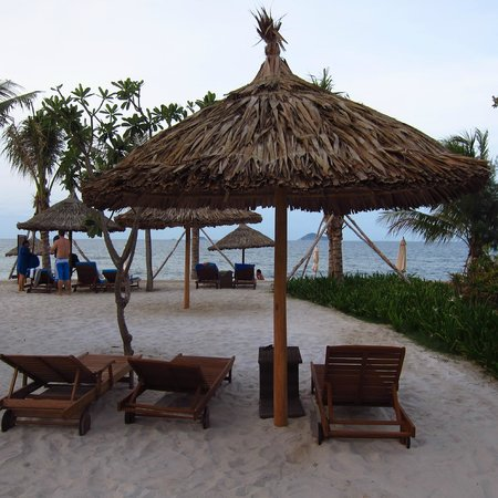 Sunrise Premium Resort Hoi An: Beach within hotel area