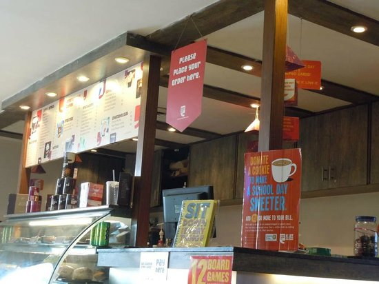 Ginger Pantnagar: Coffee bar in lobby: too big to see staff