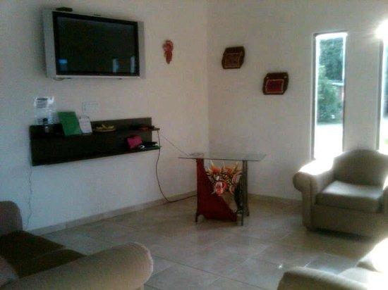 Posada Los Diablicos: sala de estar del hostal