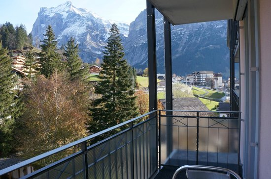Hotel Belvedere Grindelwald: View on the train station from our balcony