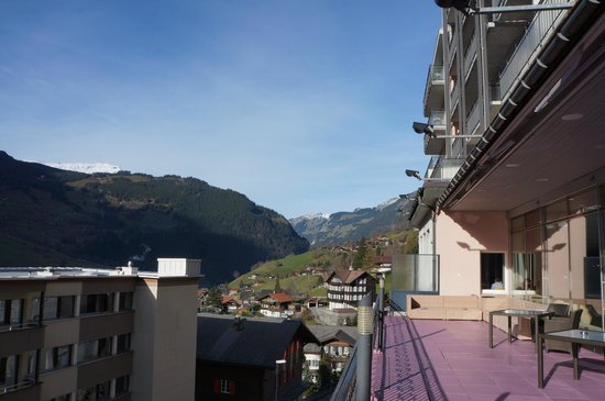 Hotel Belvedere Grindelwald: Great view from the 2nd floor balcony