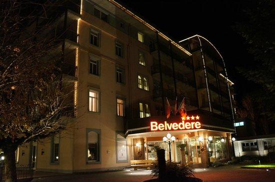 Hotel Belvedere Grindelwald: Warm hotel in the dark night