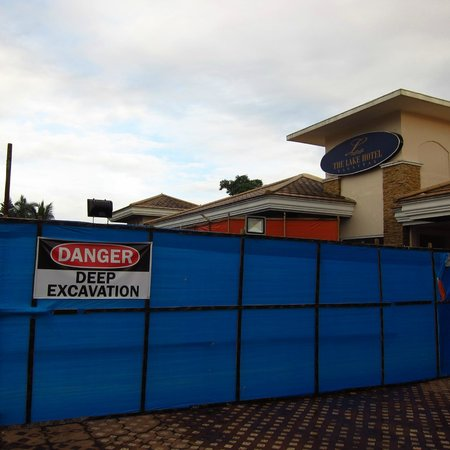The Lake Hotel Tagaytay: Noisy building work at the hotel