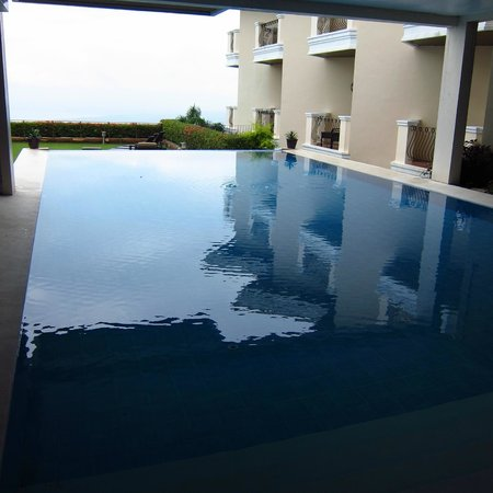 The Lake Hotel Tagaytay: Pool
