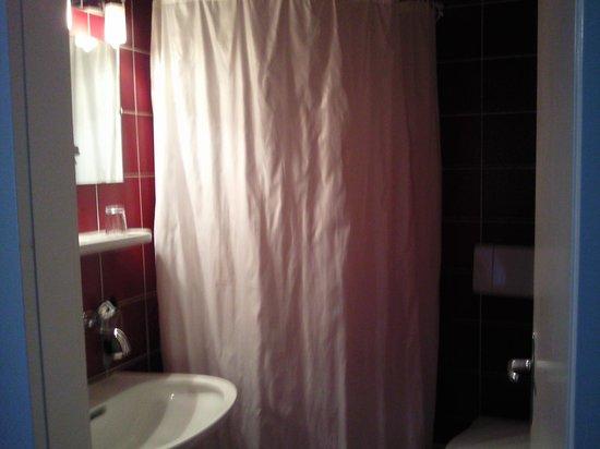 Bon-Port Hotel: salle de bains