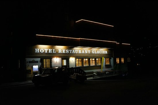 Glacier Hotel Restaurant : Far from hotel area, so with quiet atmosphere