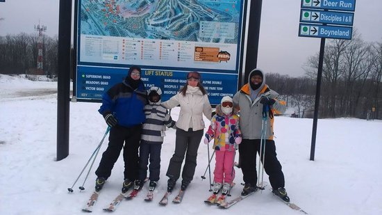 Boyne Mountain Resort: Family pic from the top of Boyne Run