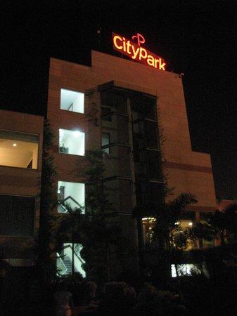 Hotel City Park Airport : У отеля