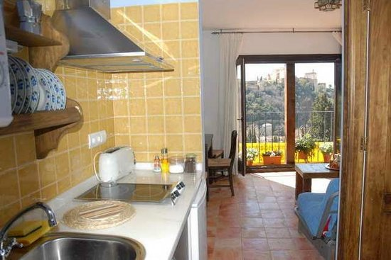 Apartamentos Montesclaros: Cocina apartamentos