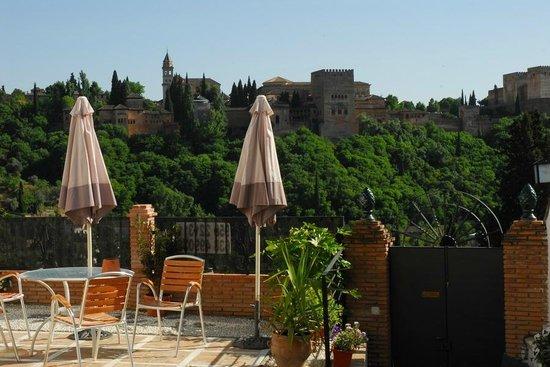 Apartamentos Montesclaros: Terraza con vistas a la Alhambra