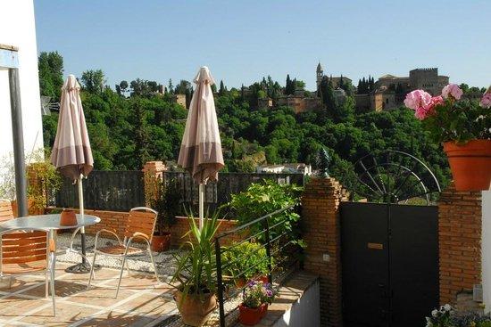 Apartamentos Montesclaros: Terraza orincipal con vistas a la Alhambra