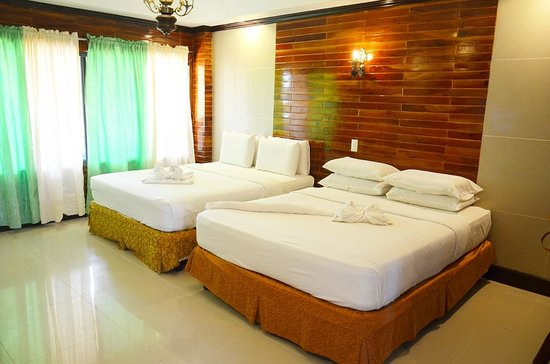 Dumaluan Beach Resort 2: Family Room, for four persons, with two Full beds.