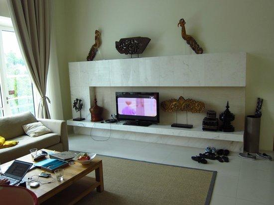 Grand West Sands Resort & Villas Phuket: Living area