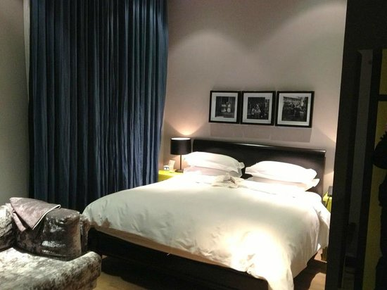 ‪‪Geruisi Art Hotel‬: King-size bed