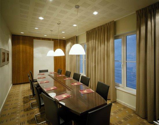 โรงแรมเคพลัสเคเซนทรัล: Conference Room