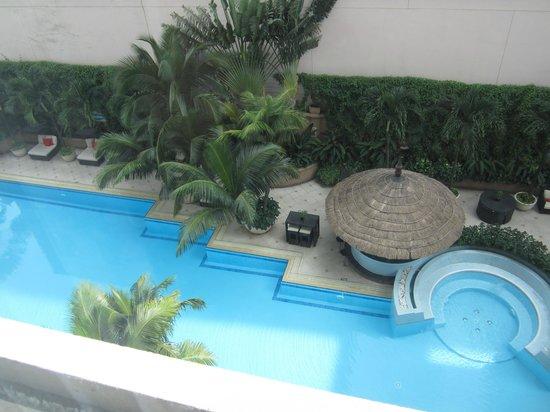 Caravelle Saigon: プール 小さめ