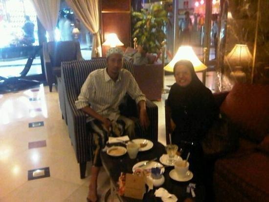 Makkah Millennium Hotel: hilton cafe mekkah zulailiyah