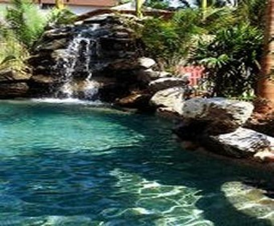 Cairns City Sheridan: Great outdoor pool by the bar