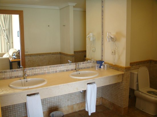 H10 Estepona Palace: Bathroom