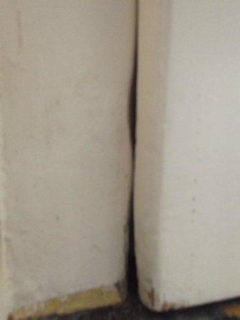 Pension Marie Luise: Das ist die Eingangstüre man konnte direkt in den Flur hinein sehen. Toll