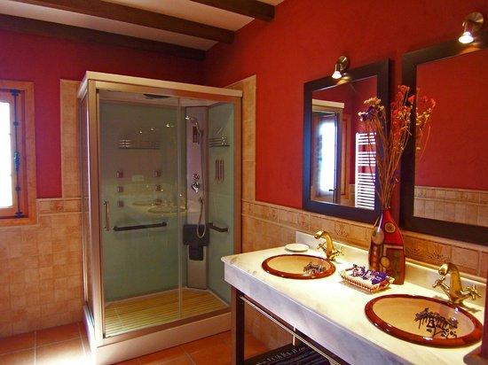 Balcón de Válor: Baño con cabina hidromasaje Casa Nº1