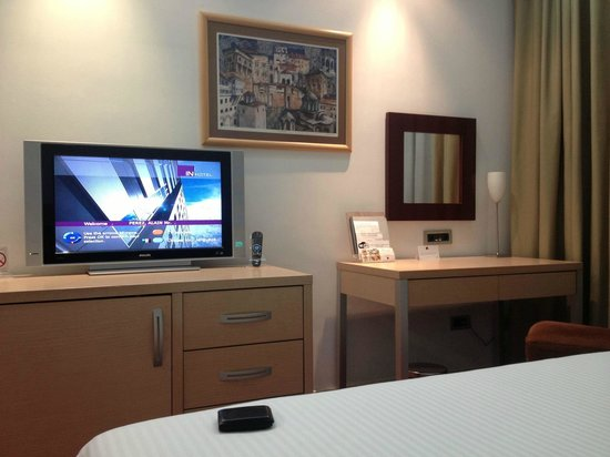 IN Hotel Belgrade: Escritorio