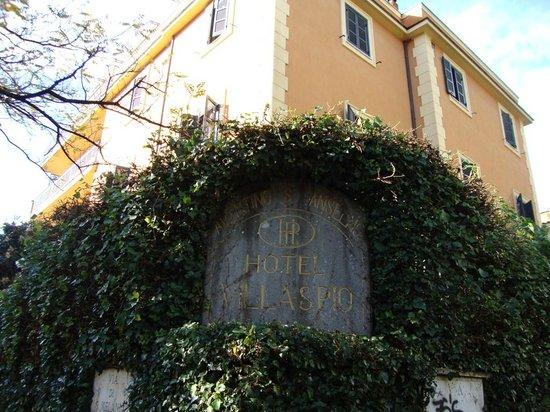 Hotel Villa San Pio: The hotel nameplate 