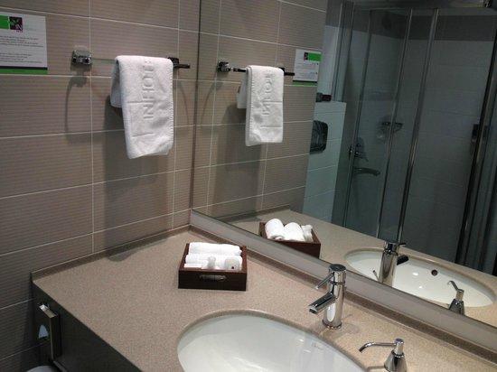 IN Hotel Belgrade: Lavabo
