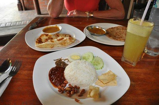 Rasa Eksotika Vacation Home : Malay breakfast - Nasi Lemak, Roti Canai and Chapati