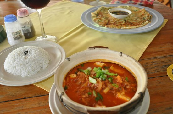 Haroo : Corean food - Pa Jeon - pancake with spring onions and soy sauce, and Kimchi Jjigae, Cabbage sou