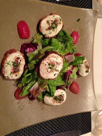 Abacus Restaurant, Garden & Bar: warm goat cheese salad