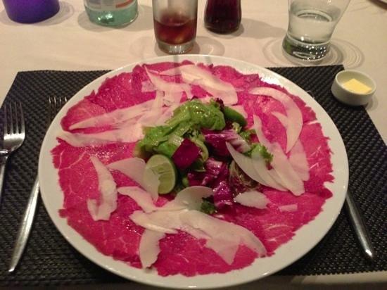 Abacus Restaurant, Garden & Bar: beef carpaccio - yummy!