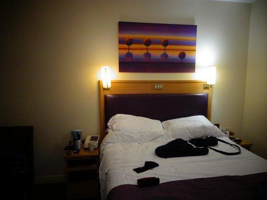 Premier Inn London Tower Bridge Hotel: BEDROOM 