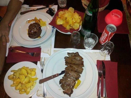 Wild West Steak House: filetto alla piastra e bistecca nebraska con patate sia fritte che al forno