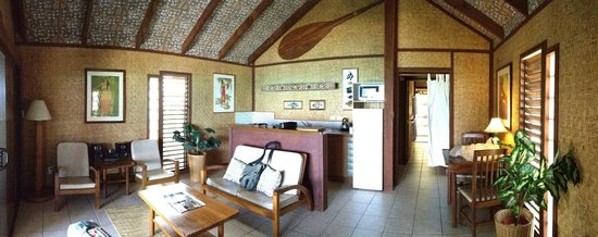 Rarotonga Beach Bungalows: Lounge/kitchen/dining room
