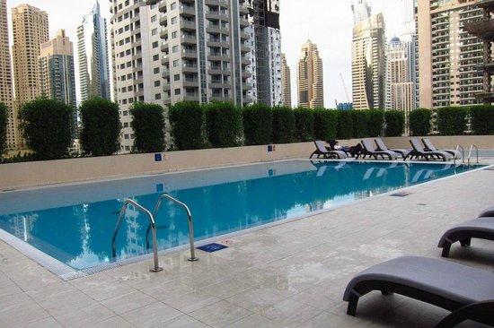 Radisson Blu Residence, Dubai Marina: Pool Area