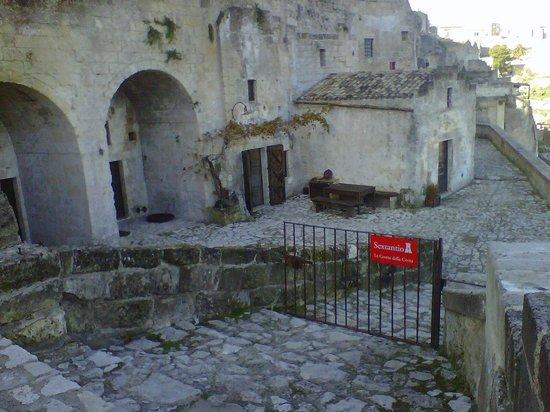 Sextantio Le Grotte della Civita: L'entrata dell'hotel