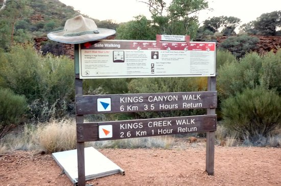 Kings Canyon Resort: Start of the early morning walk