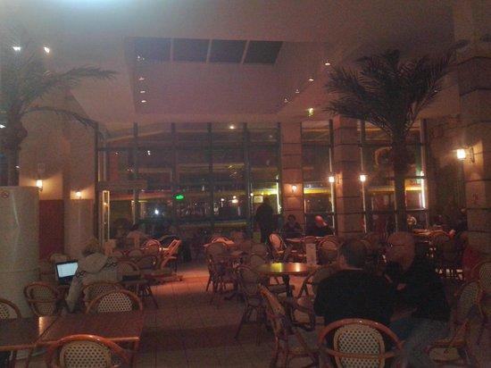 Explorers Hotel: Bar et coin jeu