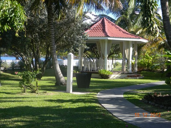 Radisson Grenada Beach Resort: Wedding gazebo