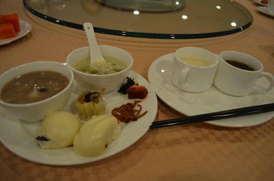 شونبرون هوتل بكين: 朝食バイキング 