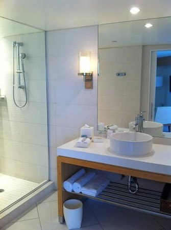 Hyatt Centric Key West Resort and Spa: Modern bathroom