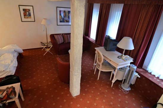 Hotel Am Schloss: Carpet was a bit shabby but very clean.