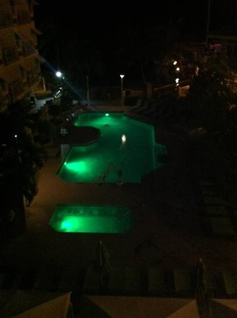 Hyatt Centric Key West Resort and Spa: Pool at night
