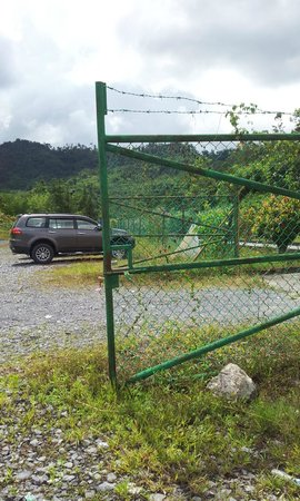 Borneo Highlands Resort: Parking lot